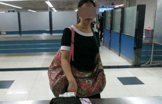 太尴尬!美女醉酒被送警局 没想到她裤裆里竟藏着...