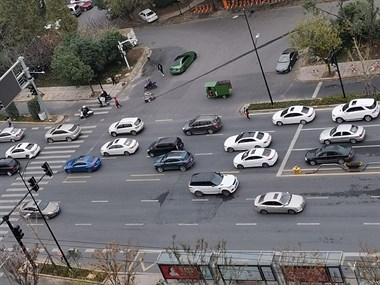 喜大普奔!越城这事故高发路口终于有红绿灯了