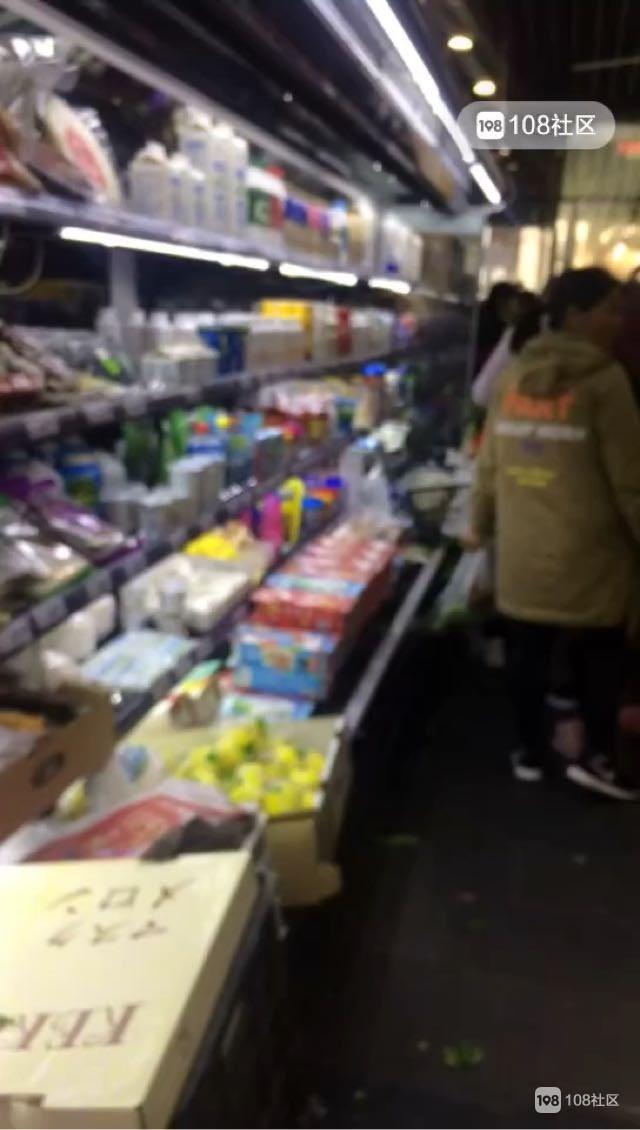 衢州猪肉又降价了!超市里挤满人抢购,排骨每斤才…