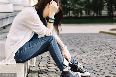 年轻女孩一夜情后崩溃了,反复做10多次HIV检测!