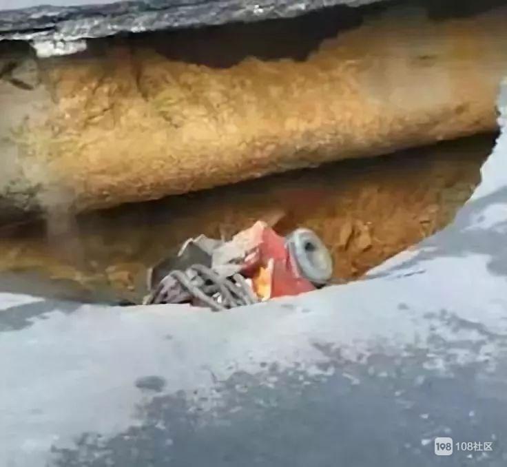 3人仍未救出!广州突发地陷,两车瞬间掉入大坑