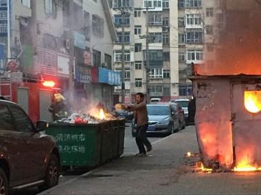柏家浜街头燃起熊熊火光!不止1处!浓烟漫布整条街