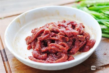 为什么牛肉炒完又老又柴? 其实是方法不对,照这样做牛肉嫩滑可口