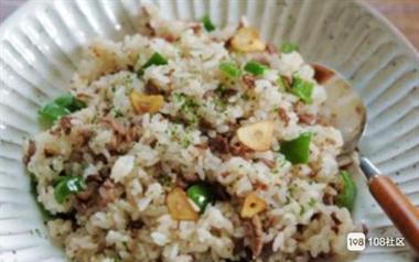 皮蛋老干妈黄瓜、蒜香藕片、蒜味炒饭、蒜汁白菜的做法