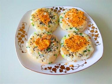 晚上吃不完的米饭有救了!加4个鸡蛋,搞定全家人的营养早餐