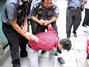 """衢州这""""好男人""""偷看女人内裤被抓了!身高180还长得挺帅"""