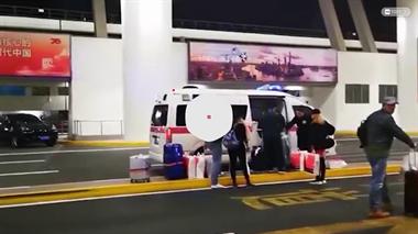 救护车闪着警灯驶入机场,拉走的却是一车免税品!官方回应来了...