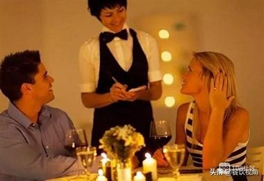 上菜慢顾客要退菜,看4个不同服务员如何处理