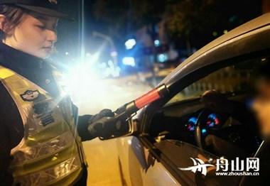"""我市警方组织开展岁末年初治安防控""""护安行动"""