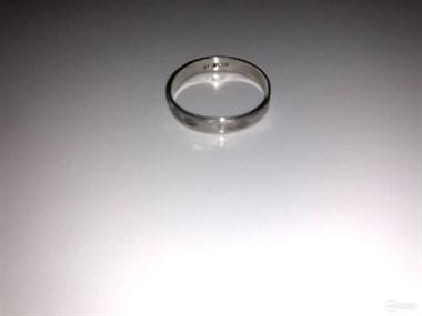 16年前我妈家传的戒指值千元,现在拿去店里洗,她竟说…