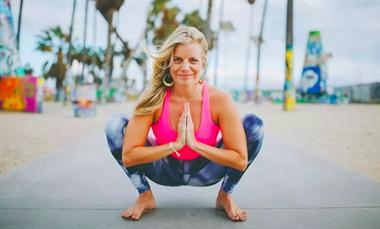 瑜伽蹲,帮助打开髋部滋养坐骨神经,女人练了尤其 坤阳瑜伽