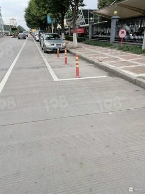 达成路噶多公共停车位被这东西霸占!社友却说是好事