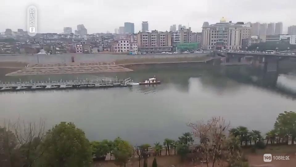 浮桥被船拉走了!社友实拍现场铺起大理石 正在建码头