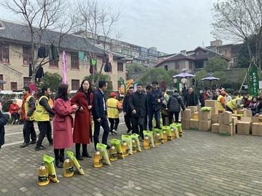 情暖基层,节前送祝福—恒大江西公司捐赠10万爱心粮油产品