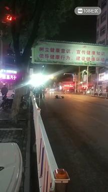 """可恶!景德镇一鬼火少年""""炸街"""" 撞倒女崽哩当场逃逸!"""