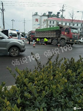 104国道突发车祸!一人被卷入大货车车底,当场身亡