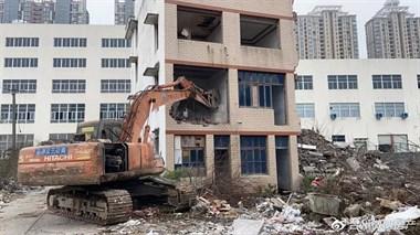 拆了!僵持一年半,城西这幢5层农房终于拆除完毕!