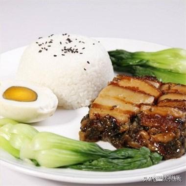 如何做出软烂不油腻的扣肉,简单三步,味道好能配三碗大米饭