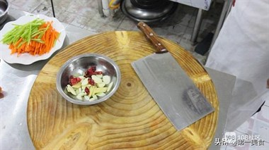 饭店的胡萝卜炒千张为啥好吃,原来是有诀窍,看看厨师长怎样炒