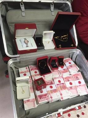 一摞摞的钞票,多到用行李箱装!东阳这订婚宴排场大