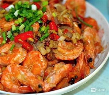 家常菜:香辣蒜香虾,香卤连肝肉,鲜椒鱼片,秘制猪手鸡