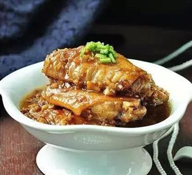 春节菜谱:蒜香鸡翅 小米蒸排骨 红烧鸡爪 滑蛋炒牛肉..