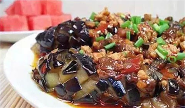 春节菜谱:肉末茄子 孜然鸡翅 双椒肉拌面 小炒牛肉...