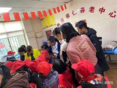崇仁养老中心迎来一批学生为老人献爱心活动!