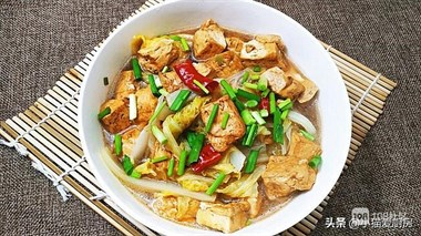 1棵大白菜和1块豆腐,教你白菜炖豆腐好吃的做法,营养解馋