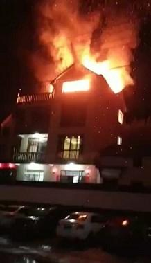 就在刚刚!衢州一民宅除夕夜突燃大火,消防已赶去救援
