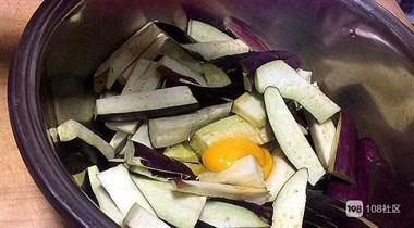 鱼香茄子时,茄子焯水还是过油?大厨教我这样做,出锅瞬间被抢光