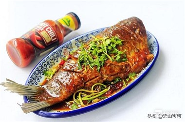 过年烧鱼不用愁,加这酱,提味提色,鱼不腥不碎,太鲜美好吃