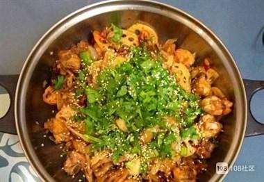 干锅鸡,香辣美味,肉质嫩滑,称之为极品锅都一点不过分
