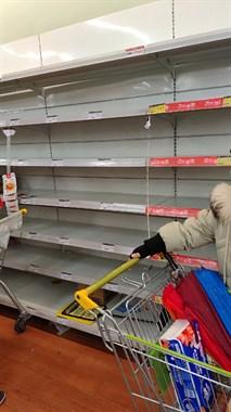 正月初2逛超市买点生活用品