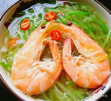 我家萝卜从不炒着吃,放几个大虾,又鲜又香,出锅汤汁一滴不剩