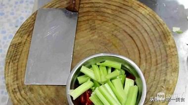 厨师长教你一道家常聚会必备菜,分量足味道香,做一锅够5人吃
