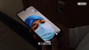 实拍!衢州某医院隔离房内,医生和确诊者近距离接触…泪目