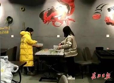 武汉送餐夫妻的24小时上热搜!2天送了430多份暖心餐