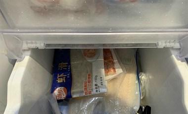 社友家中零食存粮堆积如山 想挑战几个月不出门