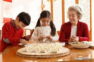 这才是素馅饺子最好吃做法,吃起来比肉饺子还香,适合老人孩子