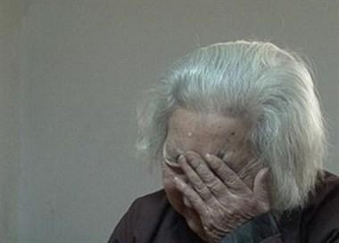 疫情之下亲人不得相见,绍兴88岁老太崩溃大哭