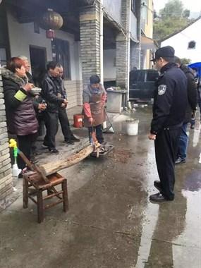 出奇招!为阻止嵊州村民聚众打麻将,民警没收一筒