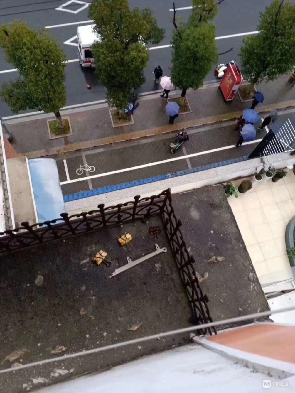 悲剧!景德镇一男子骑白色电动车摔伤不幸死亡 急寻家属!