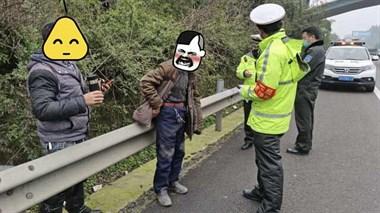 醉汉不戴口罩大闹,高速执法者哄回