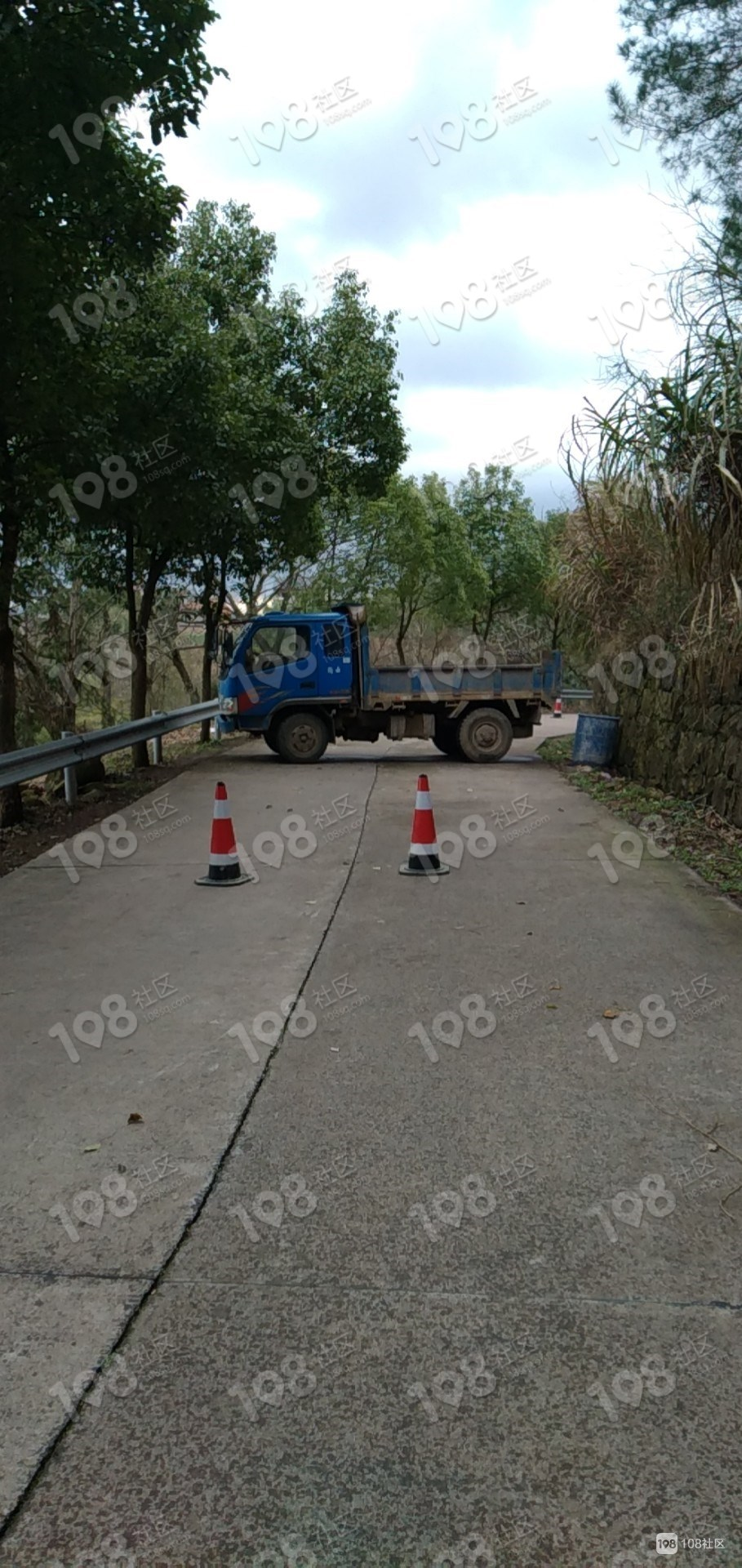 特殊时期,新昌这个村最硬核!直接出动小卡车拦路