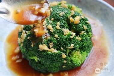 西兰花这样做,翠绿鲜香又爽口,大鱼大肉都不换,一上桌准抢光