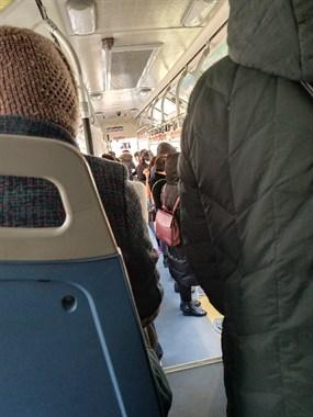 崩溃!公交车上全塞满,绍兴人第一天上班就心慌