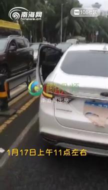 拿内裤挡车牌, 女司机被拦下后表示:这只是恶作剧