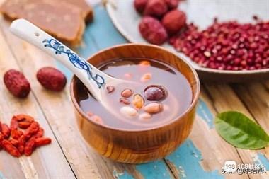 广东人喜好糖水养生,这款五红汤,容易手脚冰凉的女生要多喝它