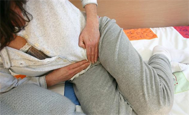 老婆肚子疼到撞墙想跳楼,到处住院可却啥病也查不出